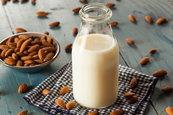 Comment boire le lait d'amande ?